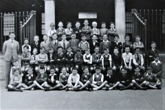 Sully's Quay CBS 3rd Class 1939 with teacher Séamas Ó Riain. Courtesy of Colm Ó Riain.